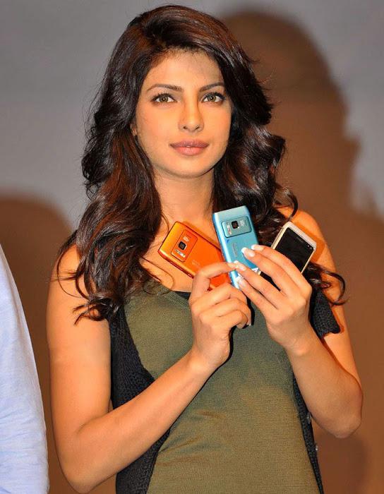 priyanka chopra launches nokia n glamour  images