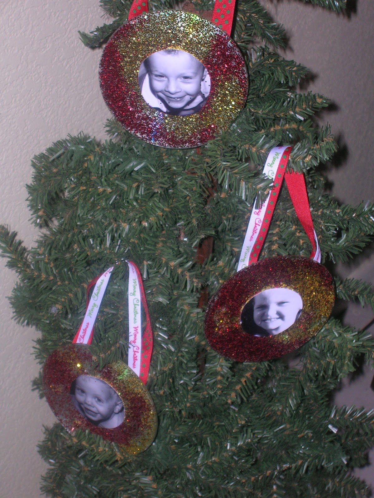 Being Frugal Sally: CD Ornaments, Kids Crafts