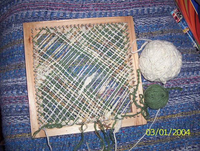 cuadrado realizado con lanas intervenidas