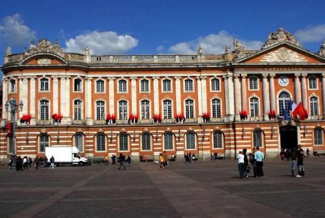 Place du Capitole and stade toulousain