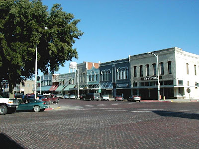 A street corner at the town square of Seward, Nebraska. The photo was taken from http://www.stipak.com/hageman/williambrown/IMG/SewardPhotosAugust2001/SewardTownSquareNorth3.jpg