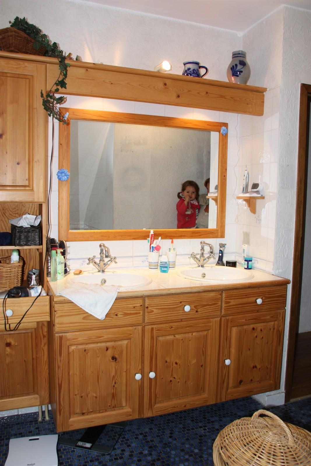 Salle de bain orange et gris for Meuble salle de bain orange