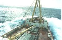 navire dans la tempête