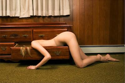 [mulher-gaveta-Alison+Brady.jpg]