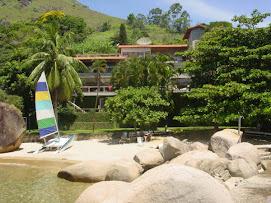 Praia e casa principal