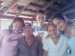 abuelos con su nietos