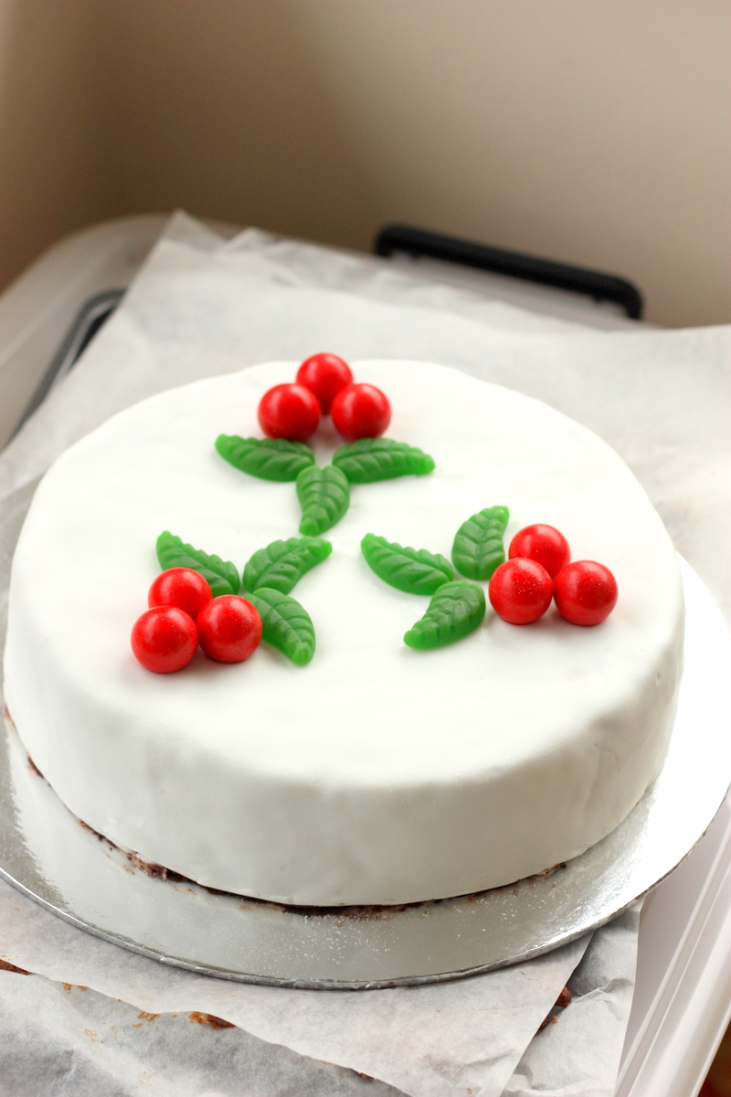 Baking love merry christmas chocolate fruit cake for Baking oranges for christmas decoration