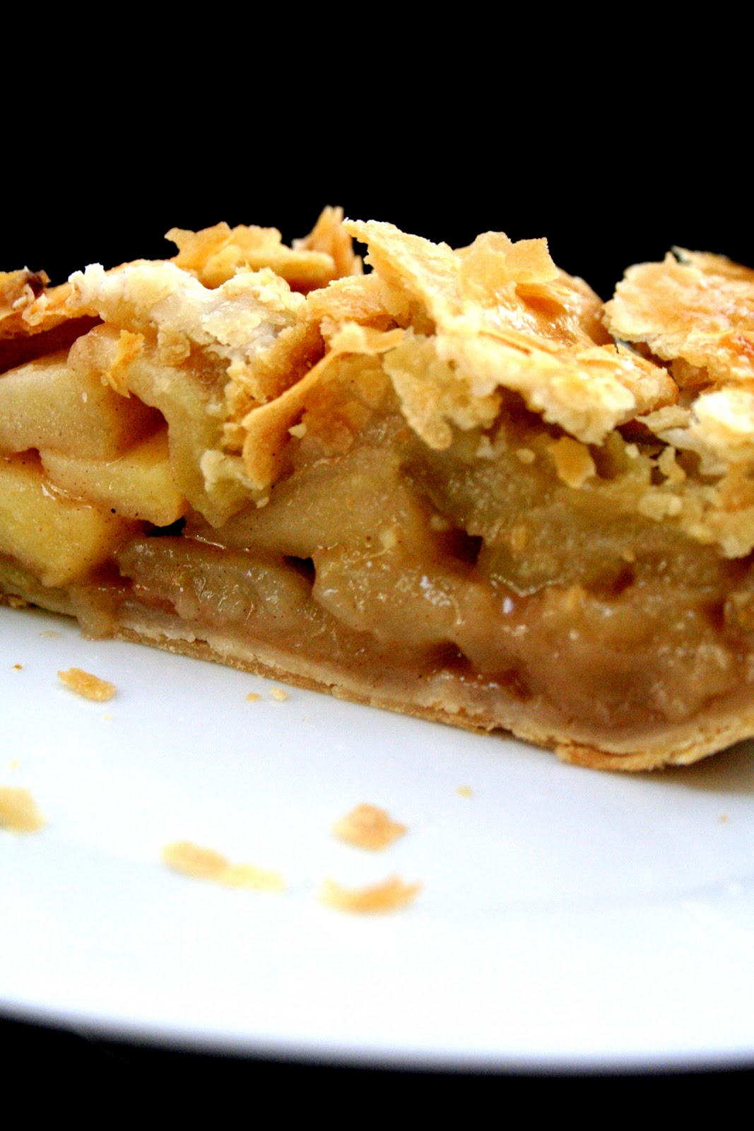 Scrumptious apple pie - Broma Bakery