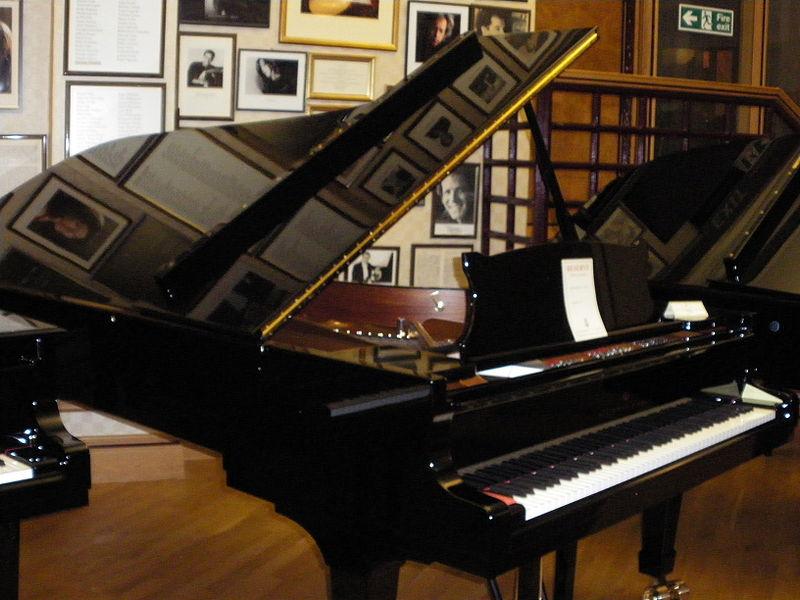 Music world piano english version for Classic house piano