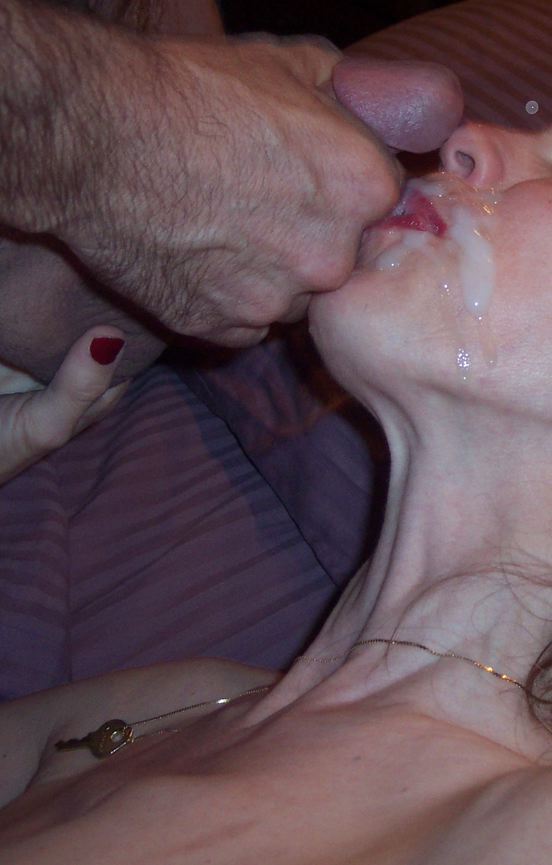 Babe eats his cock and vibrates her muff 10