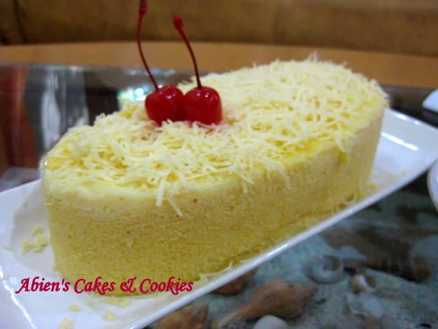 Udah lama memendam hasrat bikin cake yang satu ini..., resep dah ...