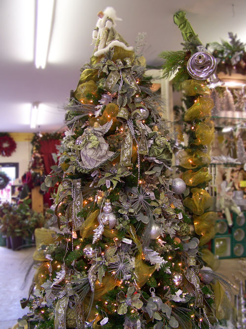Decorated Christmas Trees Brilliant With Gold and Silver Christmas Tree Decorating Ideas Images