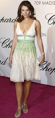 A atriz e modelo Elizabeth Hurley 78514ccec21