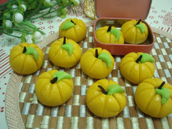 Golden Pumpkin Cookies from Koleksi Biskut Lily