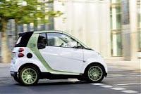 Smart cerca piloti per la sua nuova auto elettrica, nella foto.
