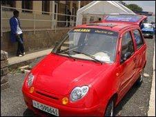 Una foto rubata della Solaris Elettra, l'auto elettrica Made in Africa