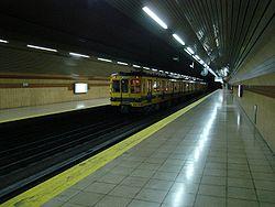 Vista de la estación Emilio Mitre de la línea E