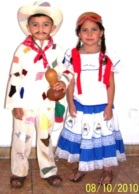 Reviviendo Vestimentas Folklóricas