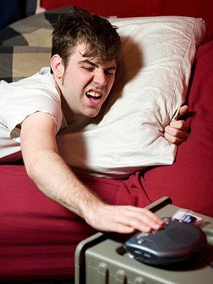 alarma+ceas 7 semne ca nu mai esti copil... (O)