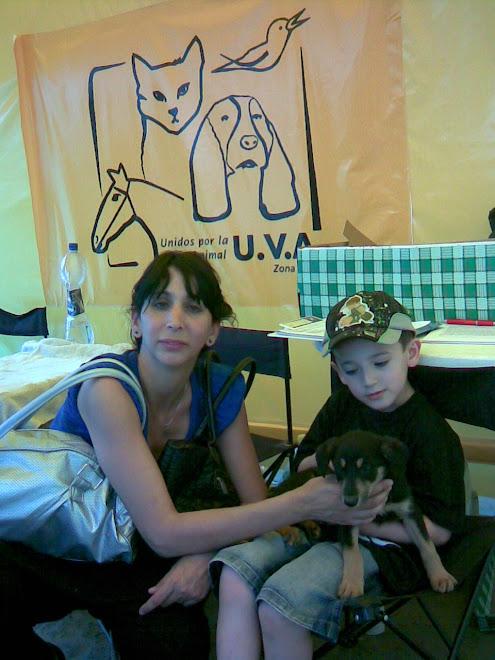 Mateo adoptó una cachorrita