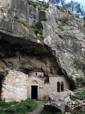 Η σπηλια του νταβελη