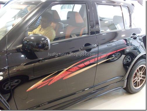 Maruti Suzuki Swift White. Maruti Suzuki Swift Black