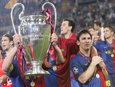 Messi e il Barcellona alzano la Coppa