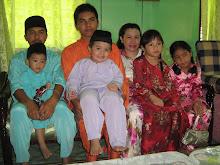 Abang Ben @ Zakaria (Brother Lampam) bersama kakak saya (Masning) dan anak-anak buahnya