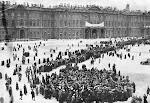 Manifestantes frente al palacio del zar en 1917