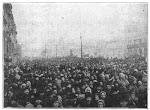 Una multitud se manifiesta durante la Revolución de febrero