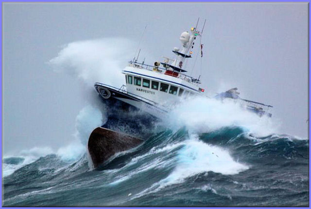 صور معة لسفينة في وسط العاصفة Ship_in_a_storm_02