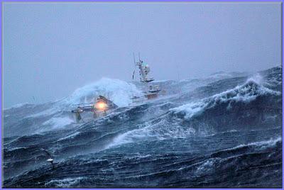 صور سفينة مخيفة Ship_in_a_storm_05
