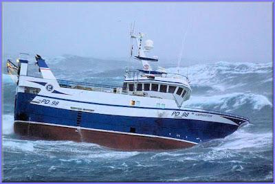 صور سفينة مخيفة Ship_in_a_storm_10
