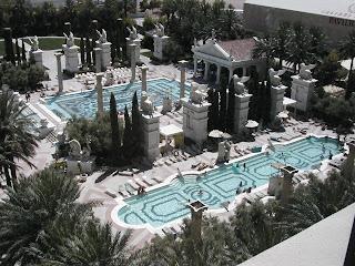 caesars3 Las piscinas en los hoteles de Las Vegas