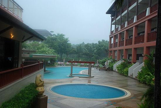 Hoja de rutas blog de viajes phuket for Piscinas de monzon