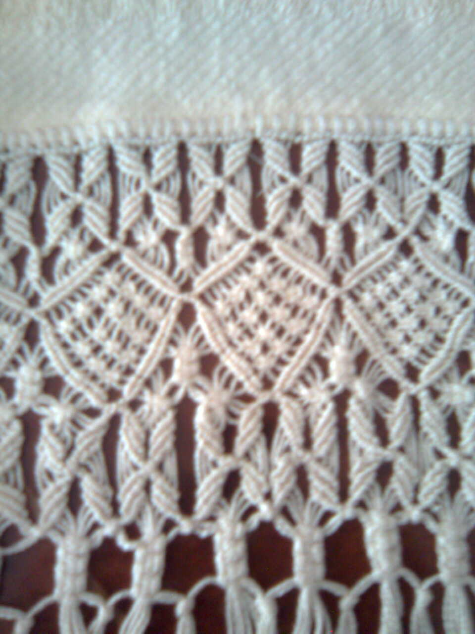 De macrame esta toalla esta echa de algodon con nudos de macrame para