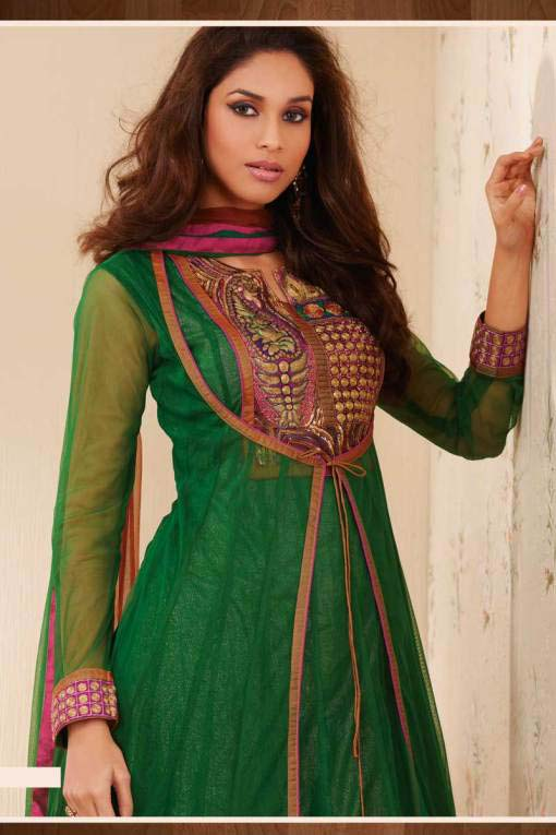 Perfect You Owe A Lot To Your Bridal Dress At Such An Auspicious Moment  As Teal Green Is Their Traditional Colour Which Muslim Women Love To Adore At Auspicious Occasions, This Type Of Pakistani Lehenga Suit Is Famous For Wedding Purposes And