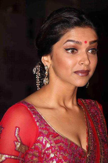 Deepika Padukone at KHJJS Premiere