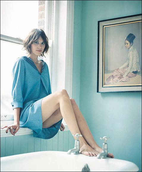 Alexa Chung Hot Photo