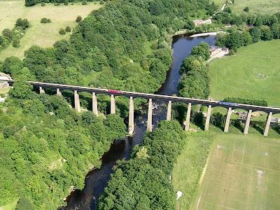 「pontcysyllte aqueduct and llangollen canal」の画像検索結果