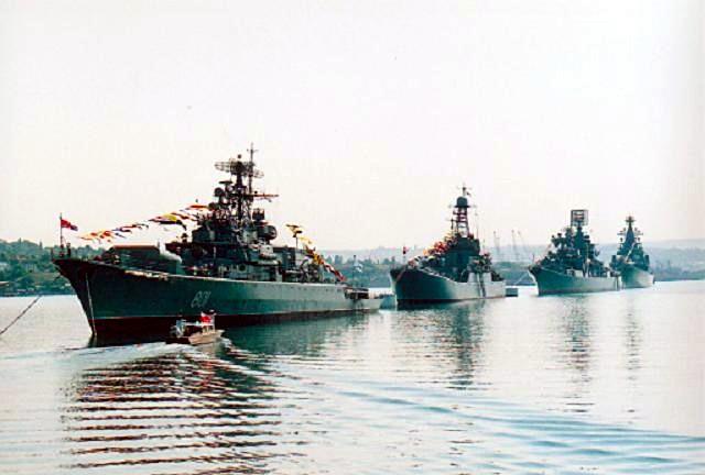 مالذي يقوله هذا الموقع الذي يتحدث عن صفقات الجزائر  Black-sea-fleet-ships