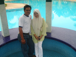 di tepi swimming pool