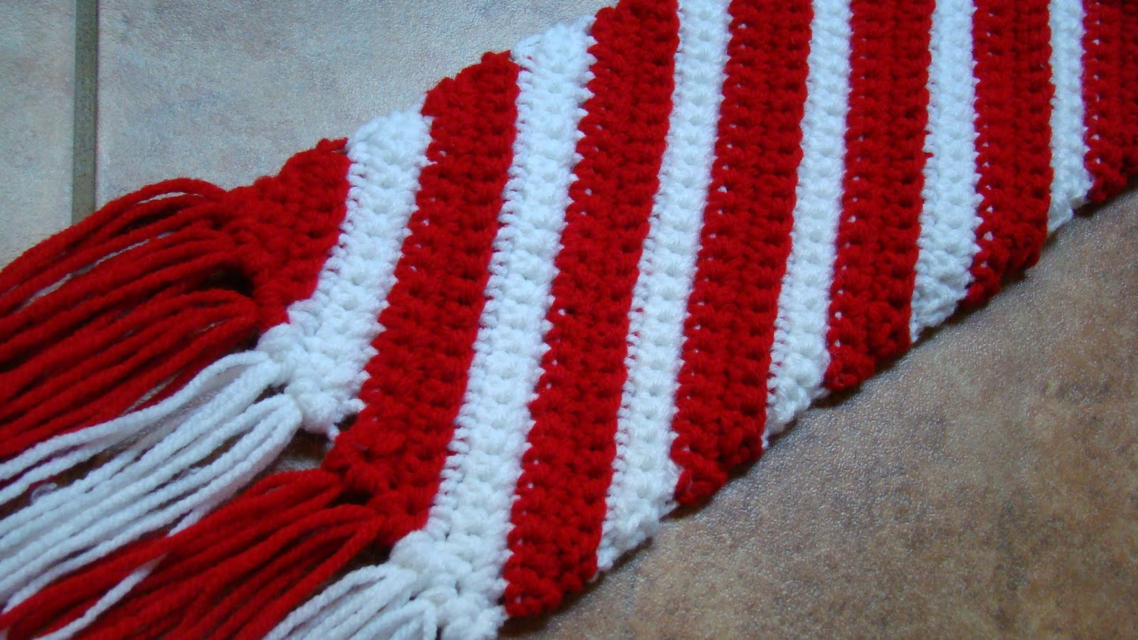 Free Crochet Patterns For Christmas Scarves : Crafts By Starlight: Christmas Scarf - Candy Cane Scarf