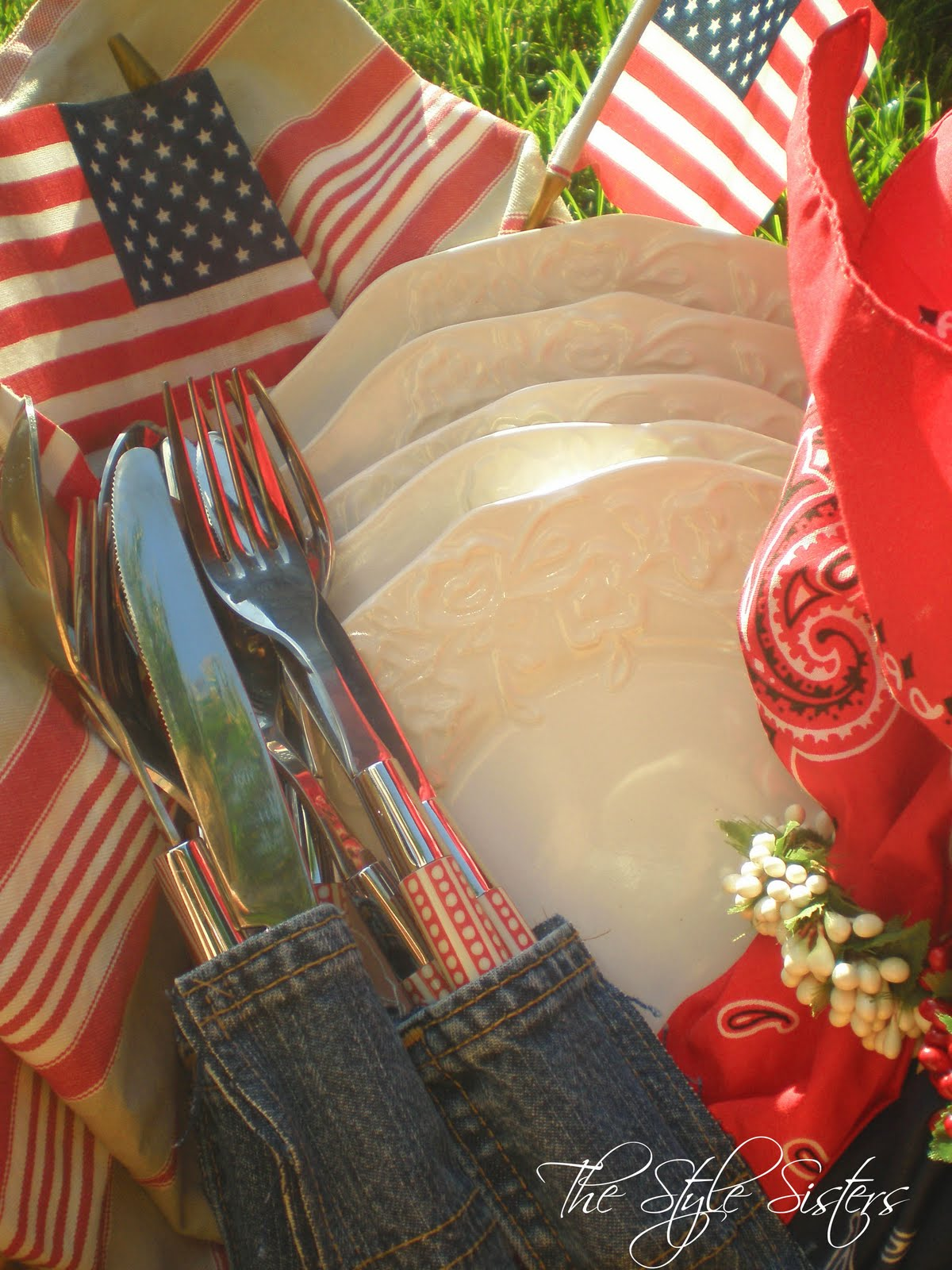 4th of July decorations and Picnic Basket - The Style Sisters