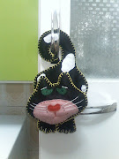 ORNAMENTE SEU ARMRIO COM  UM FELINO