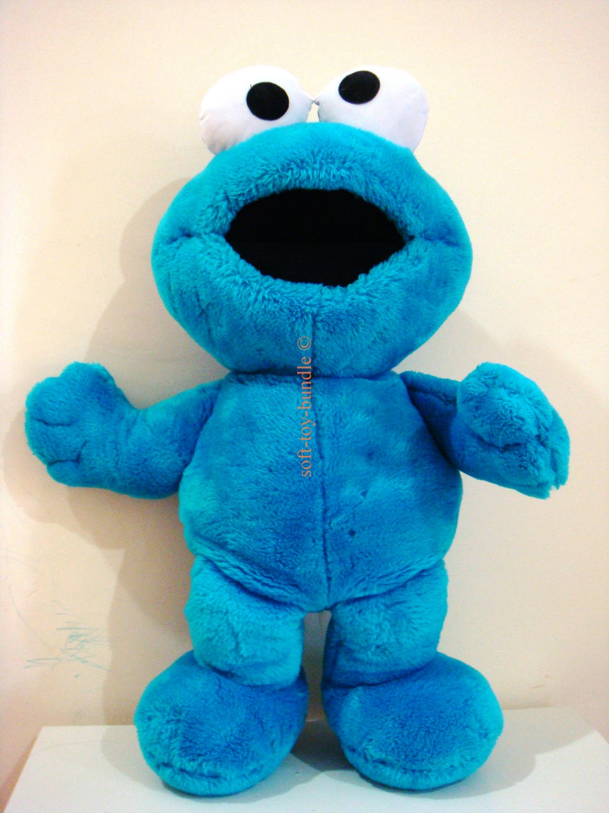 item  p21 # SESAME STREET - blue ELMO (XL) - sold