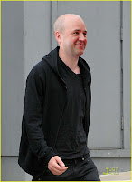 Reinfeldt strosar gatan fram lite coolt sådär.