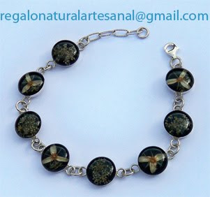 pulsera de plata con flores naturales