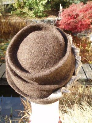 Questi sono gli ultimi cappelli di feltro che ho fatto in settimana. Visto  il clima uggioso mi sono concessa un po  di tempo per feltrare. 37db519518fd