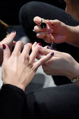 lacroix4 Fall 2007 Couture Nail Watch   Christian Lacroix